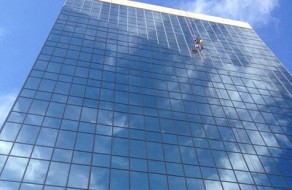 Cloud 9 Skyflats - Washing Windows - High Rise Rope Access